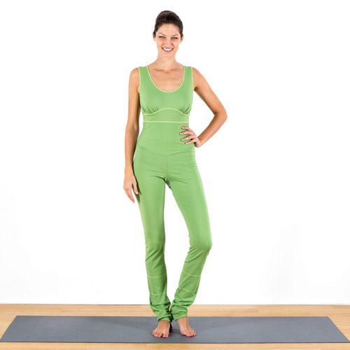 Yogaoverall Yogajumpsuit Jumpsuit hellgrün grün verschlusslos Baumwolljersey fair regional Niederbayern Yogakleidung Yogapose